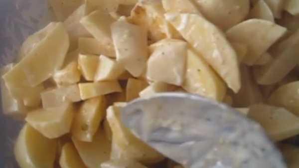 Картошка со сметаной в духовке в рукаве