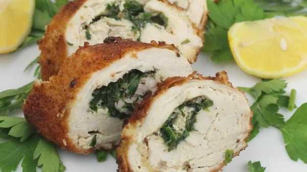 Рулет из курицы с сыром и зеленью в духовке