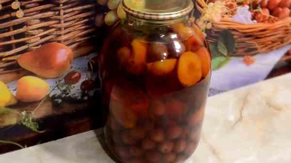 Вкусный компот из абрикосов и черешни на зиму